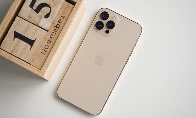 iPhone 11, iPhone 12, iPhone XR... đua nhau hạ giá - Ảnh 1.