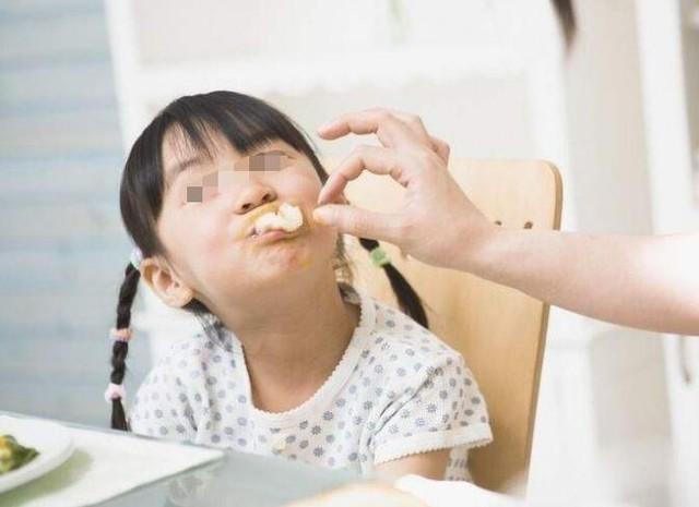 Con gái 5 tuổi ngực đã nổi cục, bác sĩ nói dậy thì sớm vì bố mẹ cho ăn nhiều 1 món mà nhiều người Việt cũng nghĩ là bổ dưỡng - Ảnh 2.