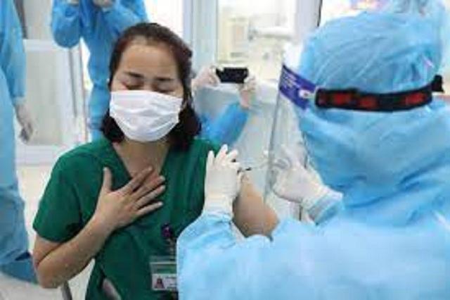Người đã tiêm phòng COVID-19 sẽ ra sao khi nhiễm SARS-CoV-2? - Ảnh 1.