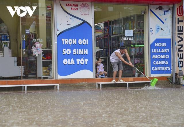 Mưa lớn, nhiều tuyến đường ở thành phố Điện Biên Phủ lại ngập - Ảnh 5.