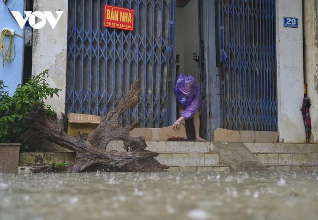 Mưa lớn, nhiều tuyến đường ở thành phố Điện Biên Phủ lại ngập - Ảnh 6.