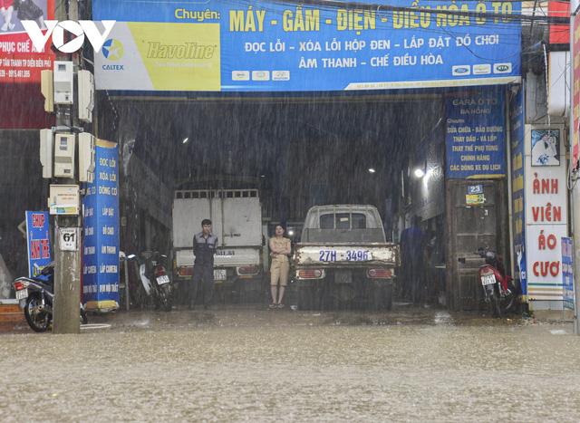 Mưa lớn, nhiều tuyến đường ở thành phố Điện Biên Phủ lại ngập - Ảnh 7.