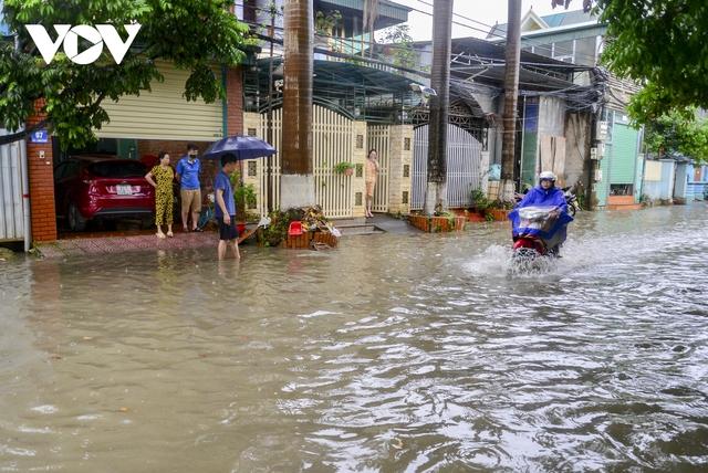Mưa lớn, nhiều tuyến đường ở thành phố Điện Biên Phủ lại ngập - Ảnh 10.