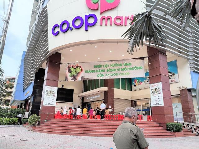 Tôi đi 3 cửa hàng, siêu thị mới mua được thực phẩm trong mùa dịch tại TP.HCM - Ảnh 6.