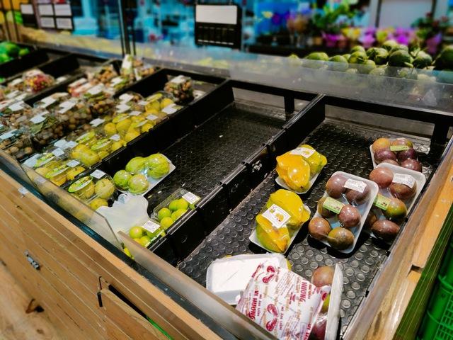 Tôi đi 3 cửa hàng, siêu thị mới mua được thực phẩm trong mùa dịch tại TP.HCM - Ảnh 10.