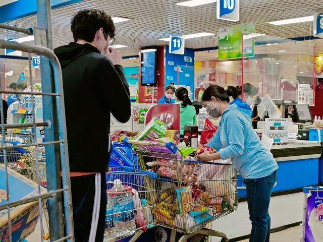 Tôi đi 3 cửa hàng, siêu thị mới mua được thực phẩm trong mùa dịch tại TP.HCM - Ảnh 13.