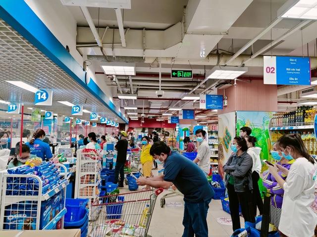 Tôi đi 3 cửa hàng, siêu thị mới mua được thực phẩm trong mùa dịch tại TP.HCM - Ảnh 14.