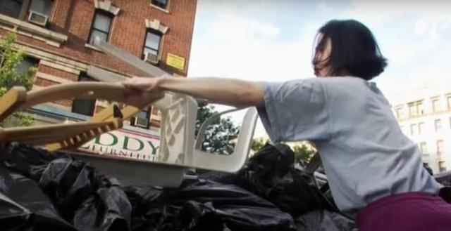 Hà tiện vô cực: Thu nhập 2,7 tỷ đồng/năm nhưng vẫn bới rác ăn, suốt 8 năm không dùng giấy vệ sinh, không mua quần áo mới để dành tiền mua nhà - Ảnh 5.