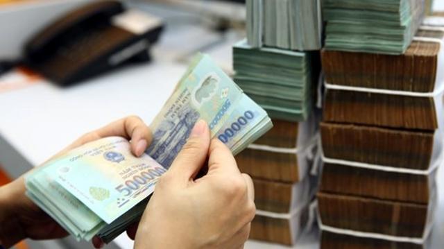 Lãi suất huy động giảm, lãi vay ngân hàng vẫn cao! - Ảnh 1.