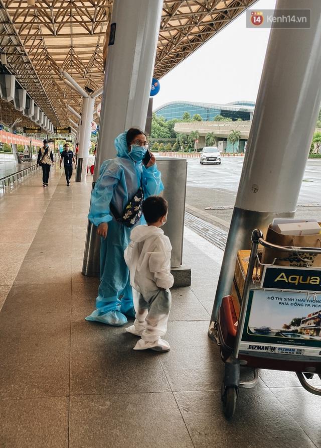 Cận cảnh sân bay Tân Sơn Nhất đìu hiu, vắng lặng chưa từng có khi dịch Covid-19 bùng phát lần thứ 4 - Ảnh 12.