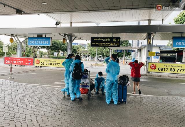 Cận cảnh sân bay Tân Sơn Nhất đìu hiu, vắng lặng chưa từng có khi dịch Covid-19 bùng phát lần thứ 4 - Ảnh 13.