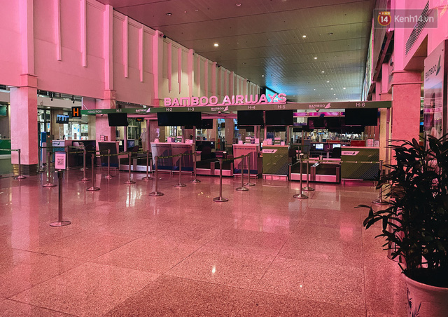 Cận cảnh sân bay Tân Sơn Nhất đìu hiu, vắng lặng chưa từng có khi dịch Covid-19 bùng phát lần thứ 4 - Ảnh 5.