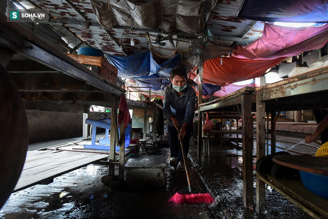 Vợ chồng 10 năm dựng lán làm nhà, bị nợ lương vẫn bám trụ với nghề quét rác, lý do khiến nhiều người đỏ mặt - Ảnh 6.