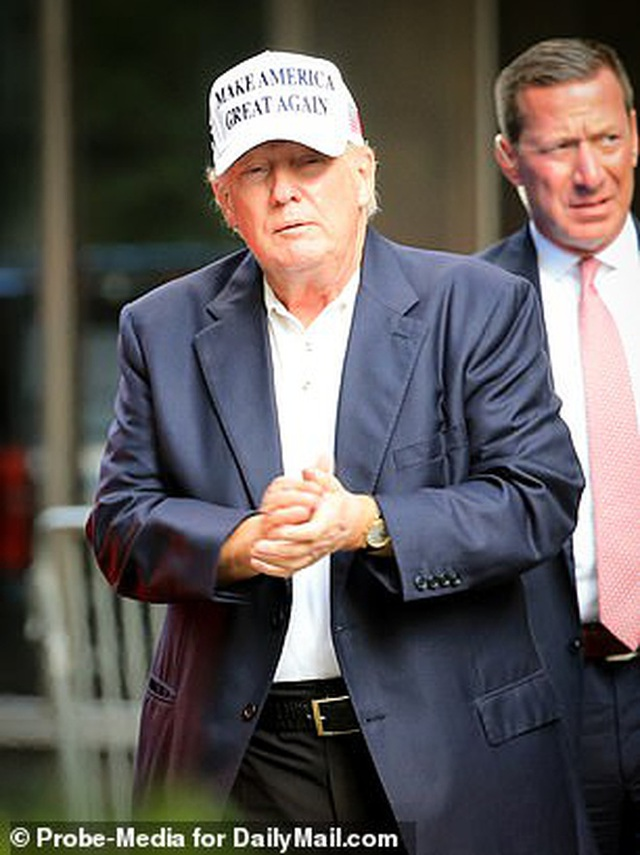 Cựu Đệ Nhất Phu nhân Mỹ  xuất hiện chớp nhoáng tại Tháp Trump, đặc biệt gây thu hút với thần thái ở tuổi 51 dù ăn vận giản dị - Ảnh 8.
