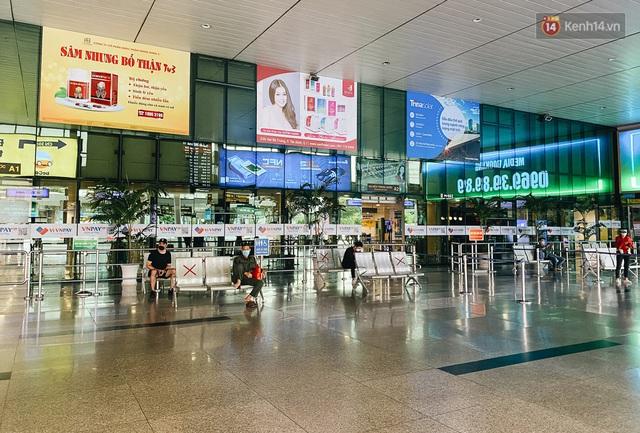 Cận cảnh sân bay Tân Sơn Nhất đìu hiu, vắng lặng chưa từng có khi dịch Covid-19 bùng phát lần thứ 4 - Ảnh 8.
