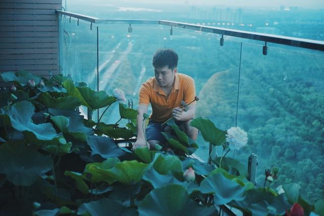 Hồ sen trên tầng 30 của penthouse 300m2: Anh chồng lần đầu giải đáp chuyện chống thấm, tiết lộ có hoa thơm cho vợ sống ảo lại còn thêm cua đồng để nấu canh - Ảnh 6.