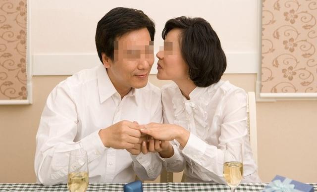 Đây là 3 loại ung thư nguy hiểm mà nếu vợ hoặc chồng mắc người còn lại cần nhanh chóng đi kiểm tra sức khỏe! - Ảnh 1.