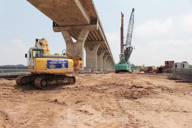 Hiện trạng cầu Vĩnh Tuy 2 sau 6 tháng khởi công - Ảnh 1.