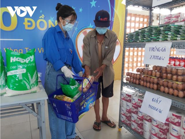 Siêu thị mini 0 đồng giúp người nghèo Đà Nẵng ảnh hưởng dịch Covid-19 - Ảnh 2.
