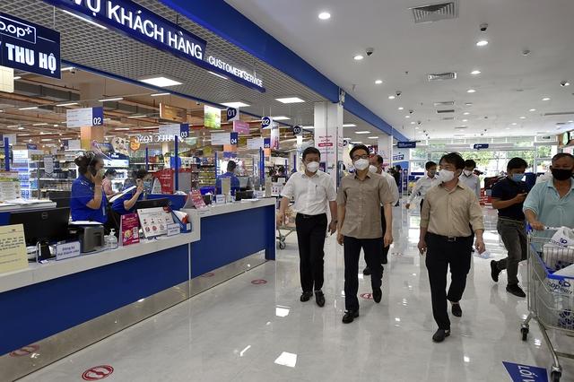 Chùm ảnh: Phó Thủ tướng Vũ Đức Đam kiểm tra BV dã chiến, khu phong toả, siêu thị tại TPHCM - Ảnh 7.