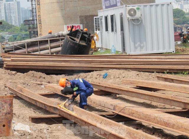 Hiện trạng cầu Vĩnh Tuy 2 sau 6 tháng khởi công - Ảnh 9.
