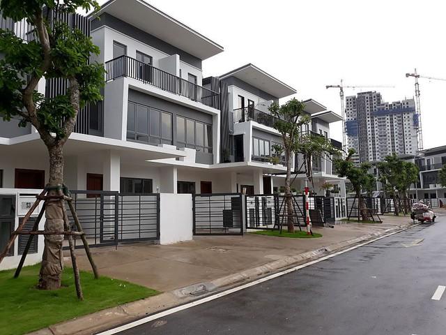 Nhà phố, biệt thự Tp.HCM giao dịch giảm mạnh nhưng giá vẫn tăng - Ảnh 1.