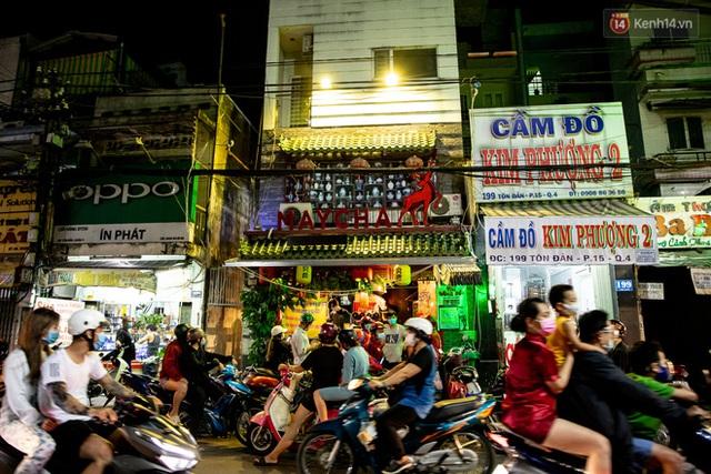Ảnh, clip: Tấp nập những đơn hàng bán mang về cuối cùng ở Sài Gòn trước giờ giãn cách toàn thành phố - Ảnh 5.