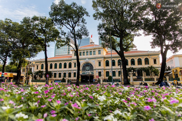 Ảnh: Sài Gòn vắng vẻ, thưa thớt xe cộ qua lại trong ngày đầu thực hiện giãn cách xã hội theo chỉ thị 16 - Ảnh 9.
