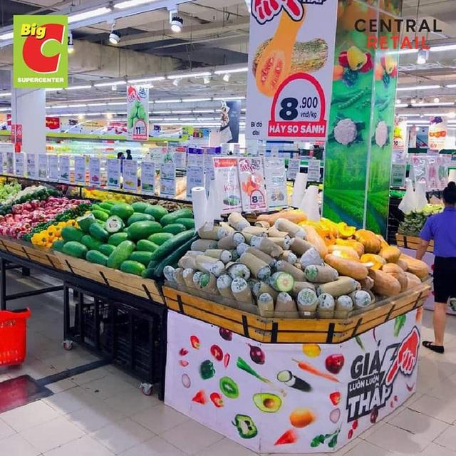 Trái ngược với cảnh trống trơn, các kệ siêu thị lại đầy ăm ắp rau củ, cá tôm trong ngày đầu TP.HCM giãn cách xã hội - Ảnh 9.