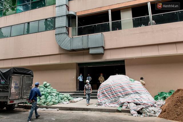 Ảnh: Cận cảnh toà nhà Thuận Kiều Plaza, nơi chuẩn bị được trưng dụng làm bệnh viện dã chiến điều trị Covid-19 - Ảnh 10.