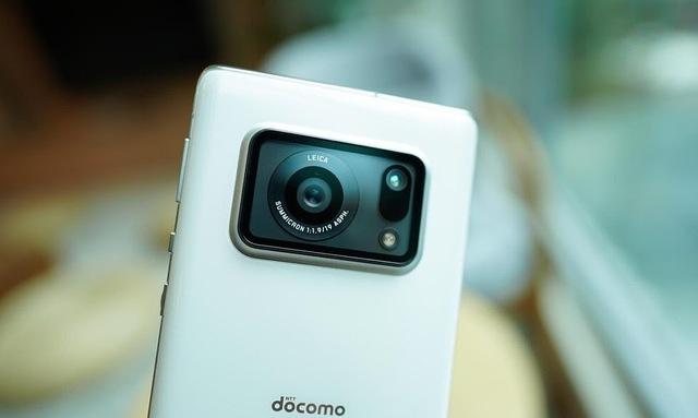 """Có tiền cũng khó mà mua những mẫu smartphone cao cấp, nhiều tính năng """"xịn sò"""" này tại Việt Nam - Ảnh 3."""
