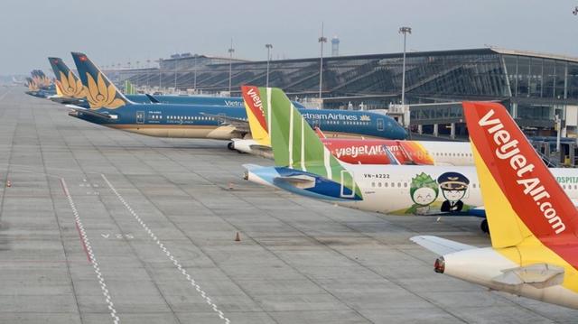 Áp giá sàn vé máy bay: Tước quyền của khách hàng, vi phạm Luật Cạnh tranh?  - Ảnh 1.
