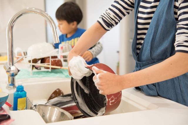 Nghiên cứu của ĐH Harvard: Không dạy trẻ làm việc nhà, lớn lên con khó thành công  - Ảnh 2.