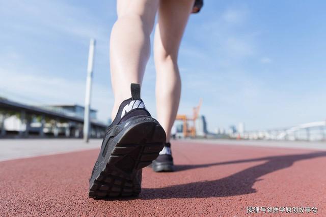 Người sống thọ thường có chung 4 dấu hiệu nhỏ này khi đi bộ: Hãy kiểm tra xem mình có đủ hay không! - Ảnh 1.