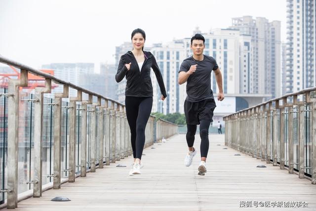 Người sống thọ thường có chung 4 dấu hiệu nhỏ này khi đi bộ: Hãy kiểm tra xem mình có đủ hay không! - Ảnh 2.