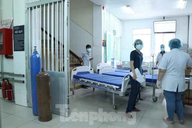 Cấp tốc mở rộng gấp 3 khu điều trị bệnh nhân COVID-19 nặng tại Bệnh viện Chợ Rẫy  - Ảnh 2.
