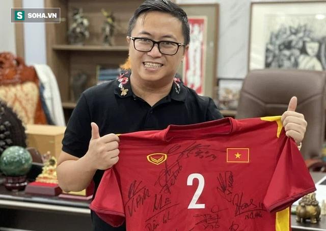 Doanh nhân trả 206 triệu đấu giá chiếc HCV của Trọng Hoàng: Tôi chưa bao giờ nghĩ sẽ làm một ông bầu bóng đá - Ảnh 1.
