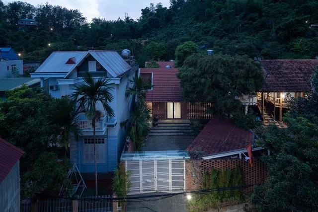 Ngôi nhà gạch thiết kế ngẫu hứng trên sườn đồi ở Sơn La xuất hiện trên báo Mỹ - Ảnh 2.
