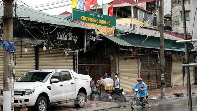 Hình ảnh xét nghiệm hàng trăm tiểu thương chợ Phùng Khoang  - Ảnh 13.