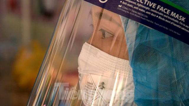 Hàng nghìn người dân sống gần Bệnh viện Phổi Hà Nội làm xét nghiệm COVID-19  - Ảnh 15.