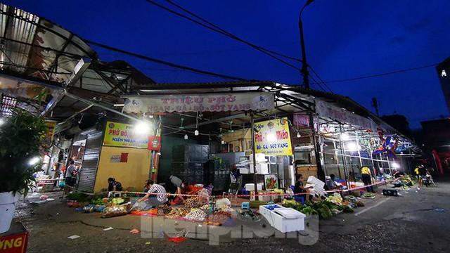 Hình ảnh xét nghiệm hàng trăm tiểu thương chợ Phùng Khoang  - Ảnh 15.
