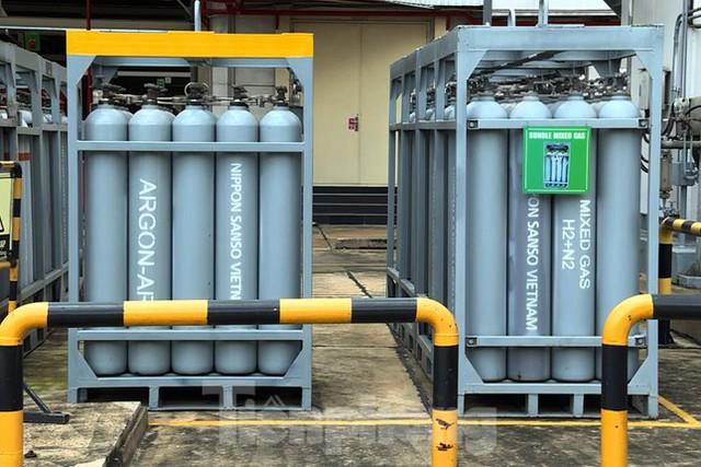 Cận cảnh nhà máy sản xuất oxy y tế khổng lồ phục vụ bệnh viện điều trị COVID-19  - Ảnh 3.