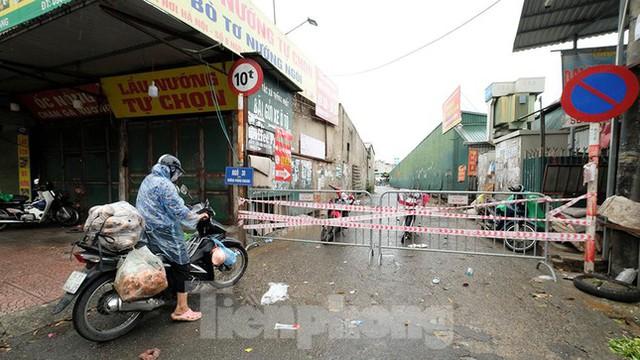 Hình ảnh xét nghiệm hàng trăm tiểu thương chợ Phùng Khoang  - Ảnh 5.