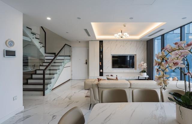 Khám phá căn hộ duplex sở hữu tầm view bao trọn sông Hồng trong khu nhà giàu bậc nhất Hà Nội - Ảnh 4.