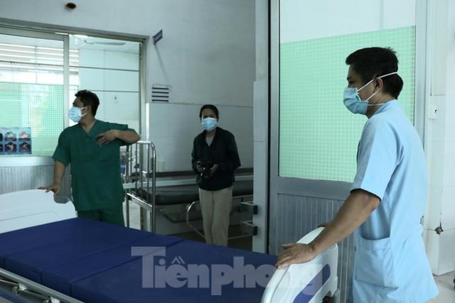Cấp tốc mở rộng gấp 3 khu điều trị bệnh nhân COVID-19 nặng tại Bệnh viện Chợ Rẫy  - Ảnh 8.
