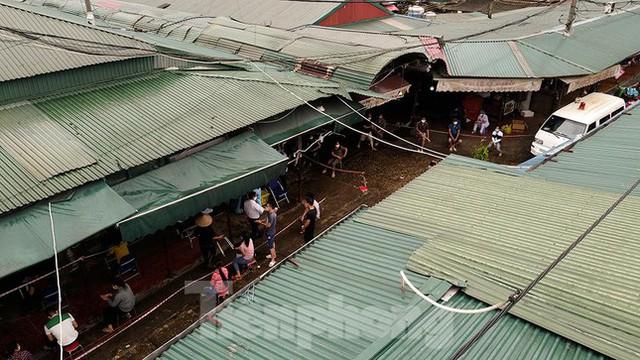 Hình ảnh xét nghiệm hàng trăm tiểu thương chợ Phùng Khoang  - Ảnh 9.