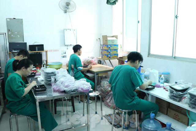 Cấp tốc mở rộng gấp 3 khu điều trị bệnh nhân COVID-19 nặng tại Bệnh viện Chợ Rẫy  - Ảnh 9.