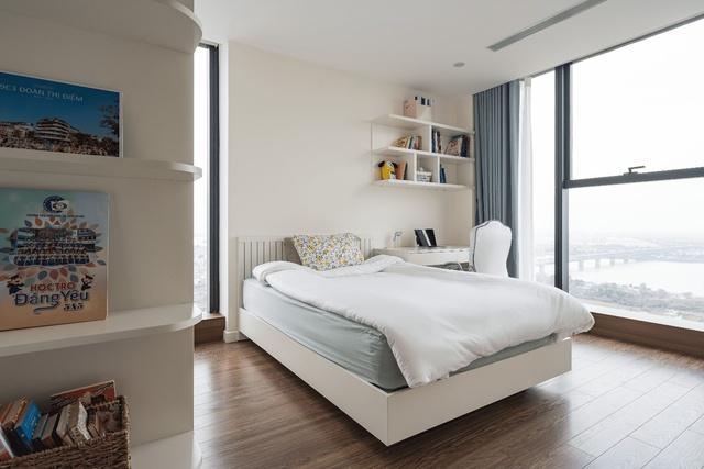 Khám phá căn hộ duplex sở hữu tầm view bao trọn sông Hồng trong khu nhà giàu bậc nhất Hà Nội - Ảnh 7.