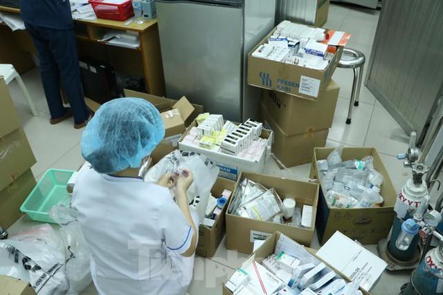 Cấp tốc mở rộng gấp 3 khu điều trị bệnh nhân COVID-19 nặng tại Bệnh viện Chợ Rẫy  - Ảnh 10.