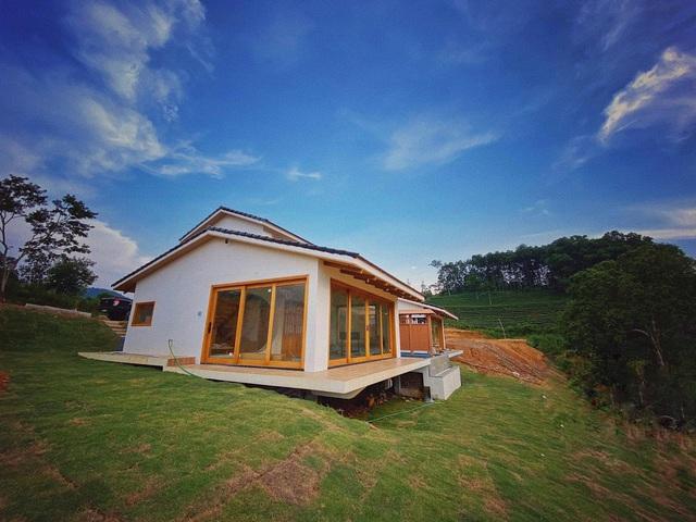 Bỏ phố về rừng, đôi vợ chồng trẻ đầu tư hơn 4 tỷ mua đất, xây ngôi nhà mang phong cách Nhật Bản đẹp như mơ - Ảnh 1.